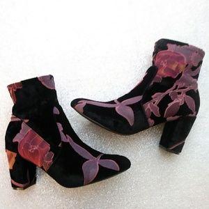 Steve Madden Emison V Foral Velvet Short Boots